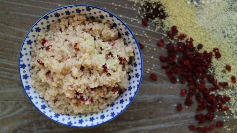 Süßer Couscous mit Berberitzen