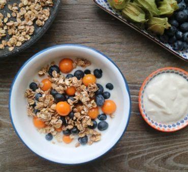 Joghurt Crunch mit frischen Früchten