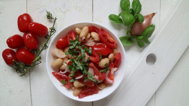Riesenbohnen-Kirschtomaten-Salat