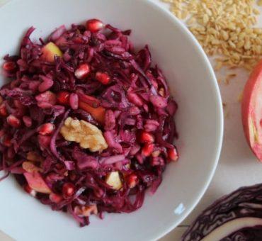 Rotkohlrohkost mit Granatapfel & Weichweizen