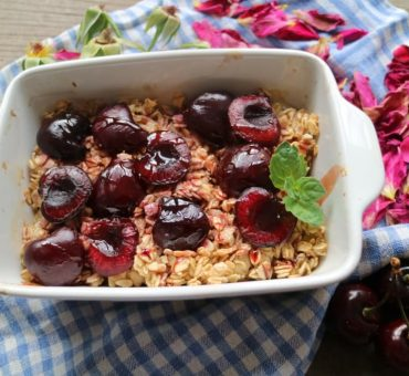 Baked Oatmeal with Cherries (vegan, sugarfree)