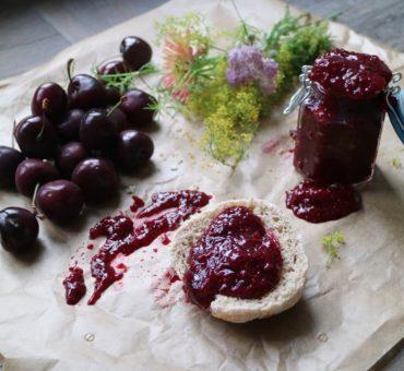 Zuckerfreie Kirsch-Chia-Marmelade