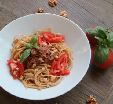 Ölfreies Walnuss-Pesto mit Vollkorn-Spaghetti