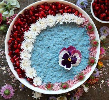 Babyblaues Kokos-Hirse-Porridge