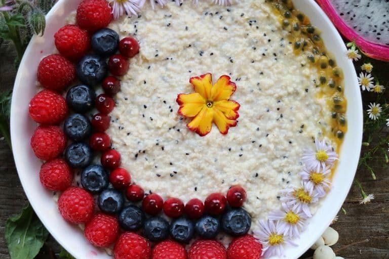 rezept exotisches porridge mit hirseflocken und pitaya pflanzliche ern hrung. Black Bedroom Furniture Sets. Home Design Ideas
